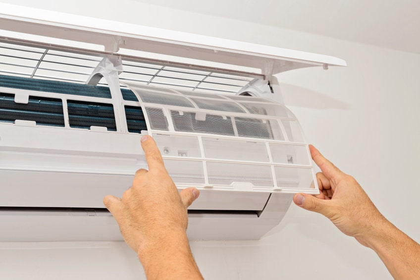 エアコンがカビだらけになった際の悪影響や掃除方法を徹底解説!